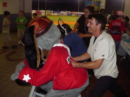 Birmingham -- Mascot Massage 2.JPG