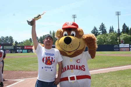 Vancouver -- hot dog champ.JPG