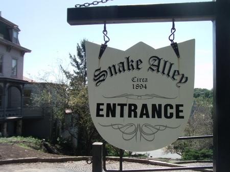 Snake Alley_entrance sign.JPG